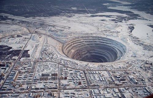 世界の穴 地獄への入り口?地球にぽっかり開いた穴10選 世界いろいろネタキャッチ ビックリ ほっ