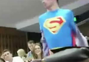 授業中に変身したスーパーマン