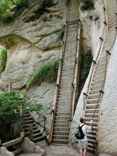 華山の危険な階段