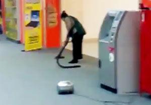 掃除機のホースがぬけてます