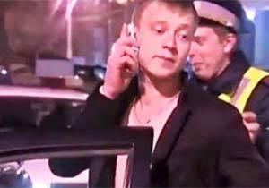 警察の事情聴取を電話でごまかす男