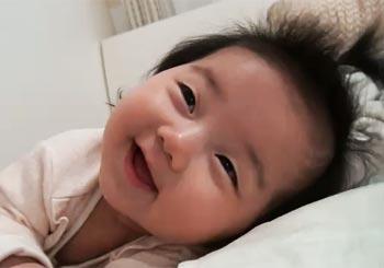 赤ちゃんが睡魔と激闘