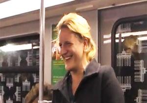 地下鉄内で笑いの連鎖