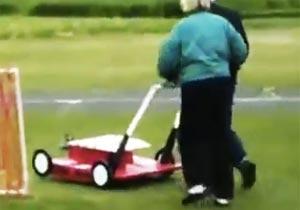 空飛ぶ芝刈り機