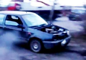 エンジンが吹っ飛んだ車