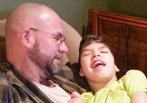 脳性麻痺の娘と父親