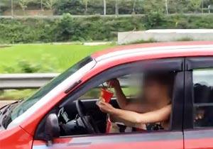 運転中にカップラーメンをすする女