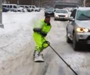 街中をスノーボードで走る