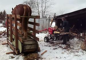 馬力で稼働する薪割り装置