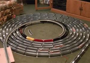 ひたすら循環する超ロングな鉄道模型
