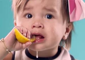 初めてレモンを食べた時のスローモーション