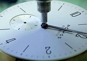 高級腕時計の製造工程に溜息