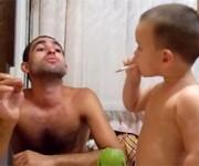 子供にタバコを吸わせる親