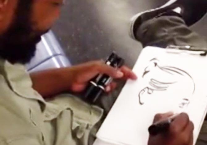 乗客の似顔絵を勝手に描く男