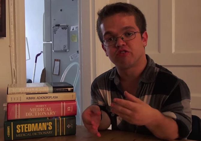 小人症の男性が受ける差別の実態