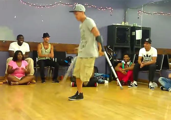 片足のブレイクダンサー