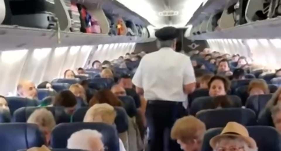 フライト中に機長が自らサプライズ