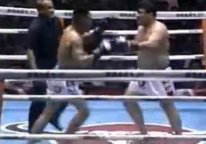ドタバタコメディー風のキックボクシング