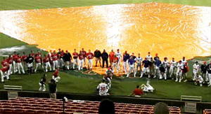 雨天による試合中断の時のスペシャルパフォーマンス