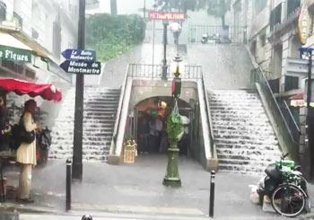 パリを流れる濁流