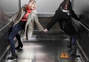 エレベーターの床が!