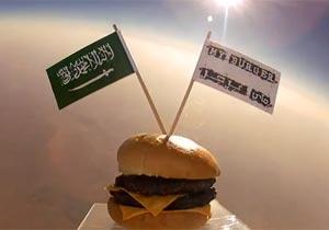 チーズバーガーを宇宙にお届け