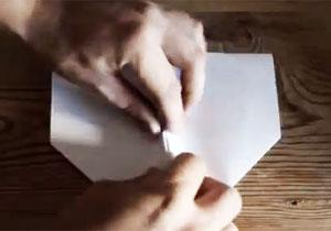 紙飛行機を永遠に飛ばす方法