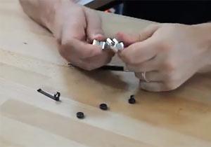磁石のパーツで作られたペン