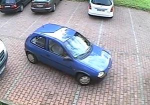 駐車場から車を出すのが恐ろしくへたくそ