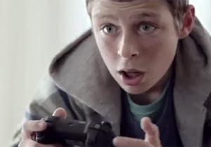 ゲーム中に画面がOFFになり発狂寸前の少年