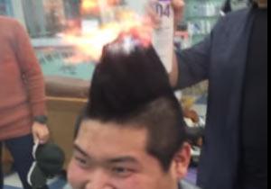 髪の毛に着火して遊ぶ