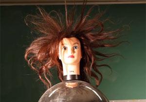 マネキンを使った静電気実験が怖い