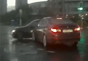突然出現した車