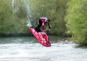 尋常じゃないジェットスキーテクニック