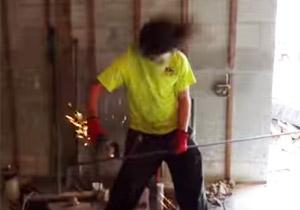 ヘッドバンギング建設作業員