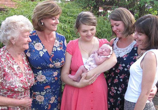 女性5世代家族