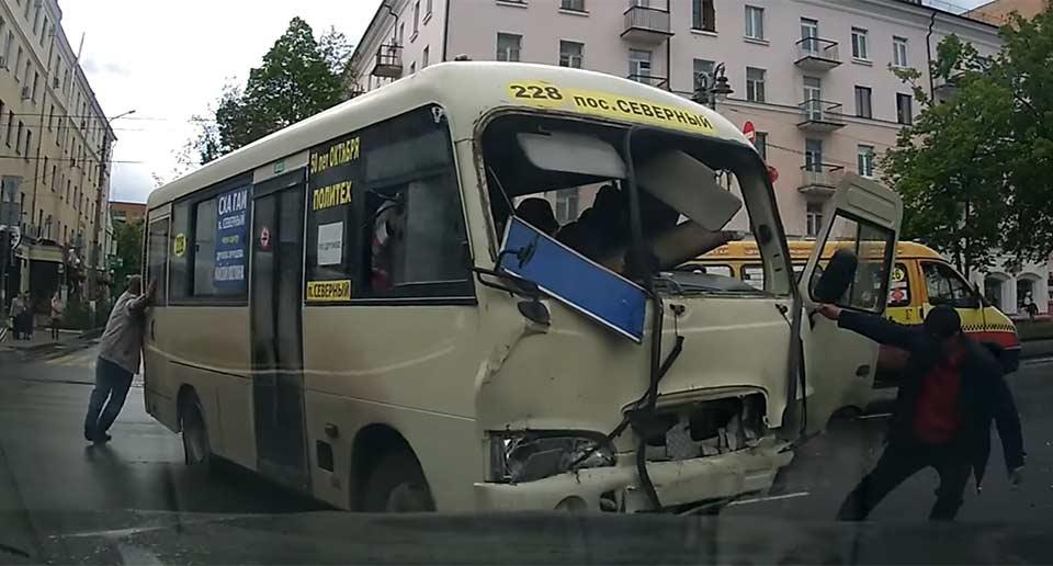 ミニバスの事故