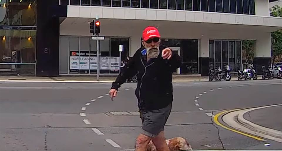 横断歩道で激おこのおじさん